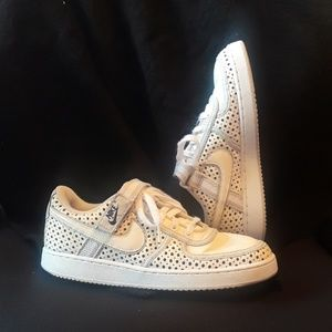 $15 FIRM NIKE SNEAKERS WHITE CREAM NAVY BLUE STRAP